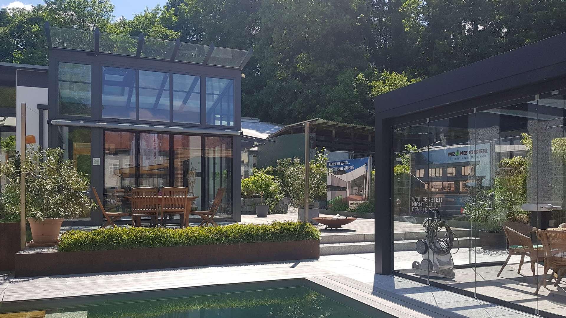 Wintergarten und SDL Acubis in der Außenausstellung der Schreinerei Ober in Neuötting