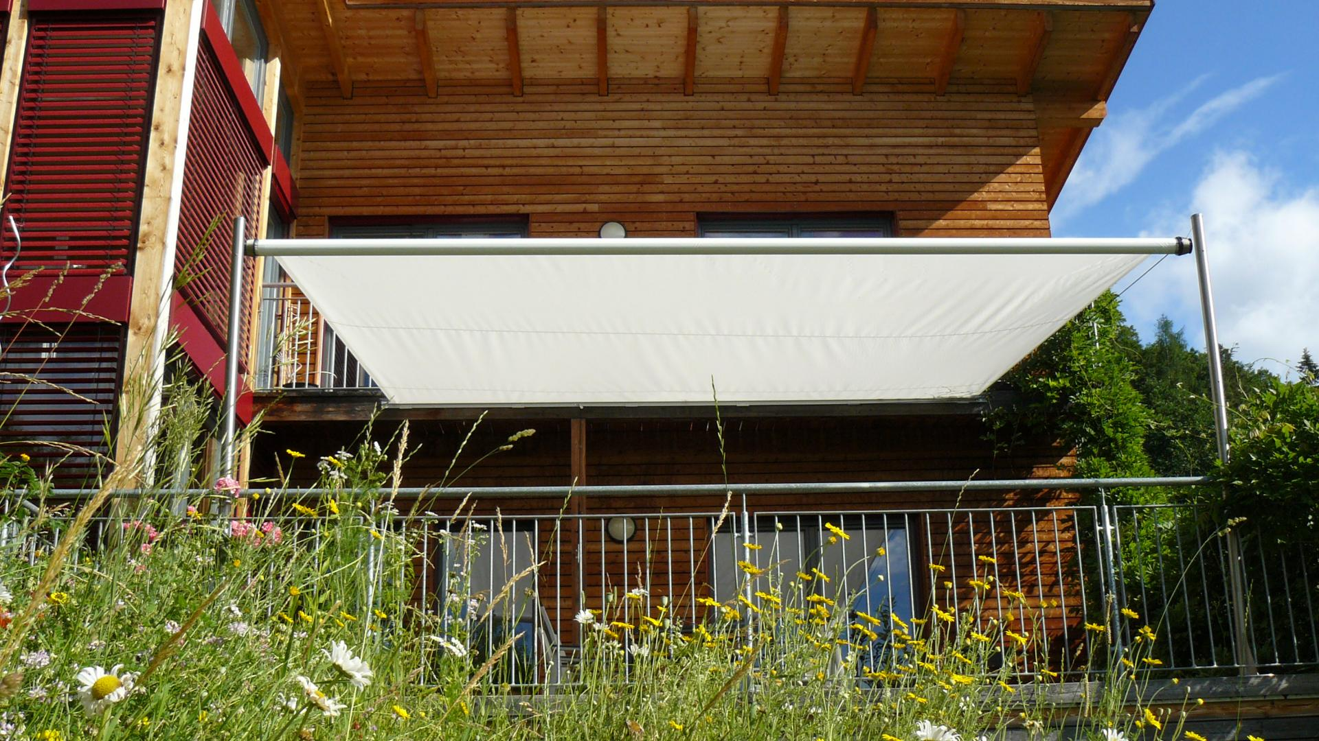 Sonnensegel auf einer Terrasse