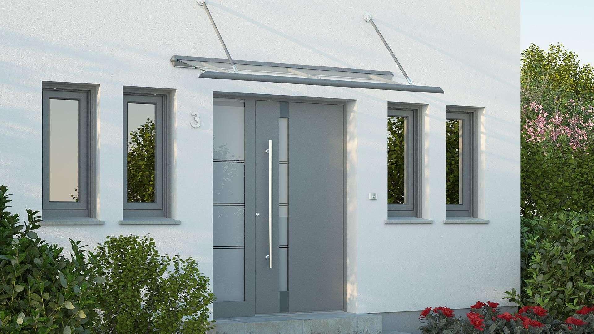 hellgraue Aluhaustür mit Vordach in einem weißen Haus
