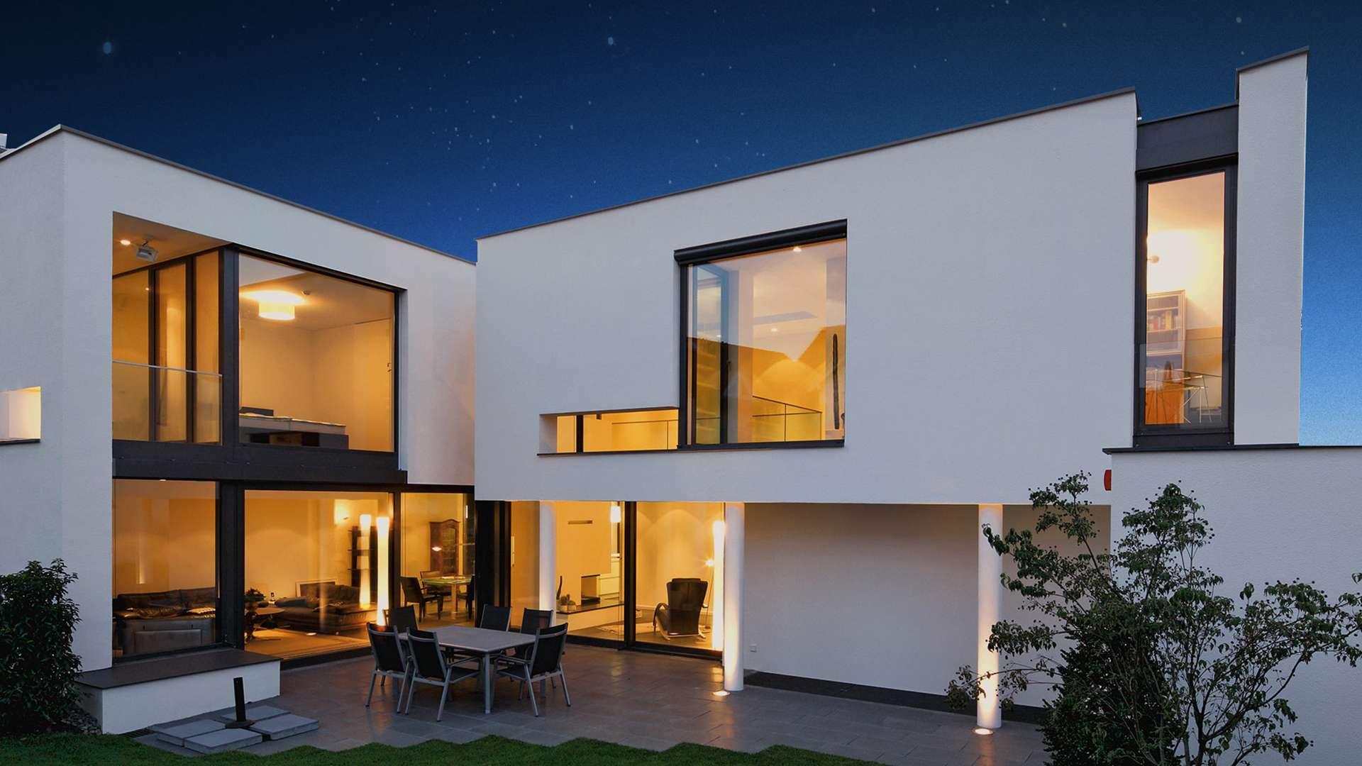 modernes Haus mit bodentiefen Fenster