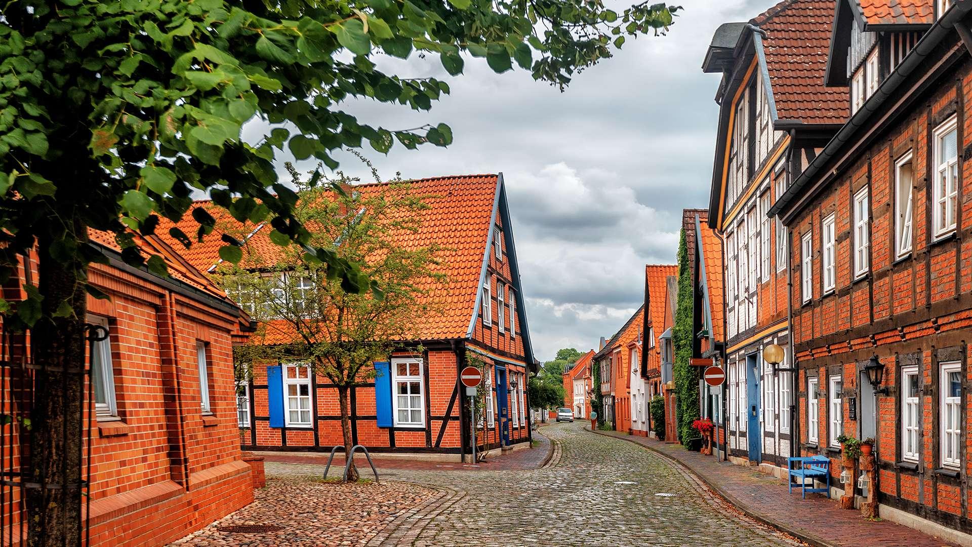 mehrere Fachwerkhäuser in der Innenstadt von Nienburg