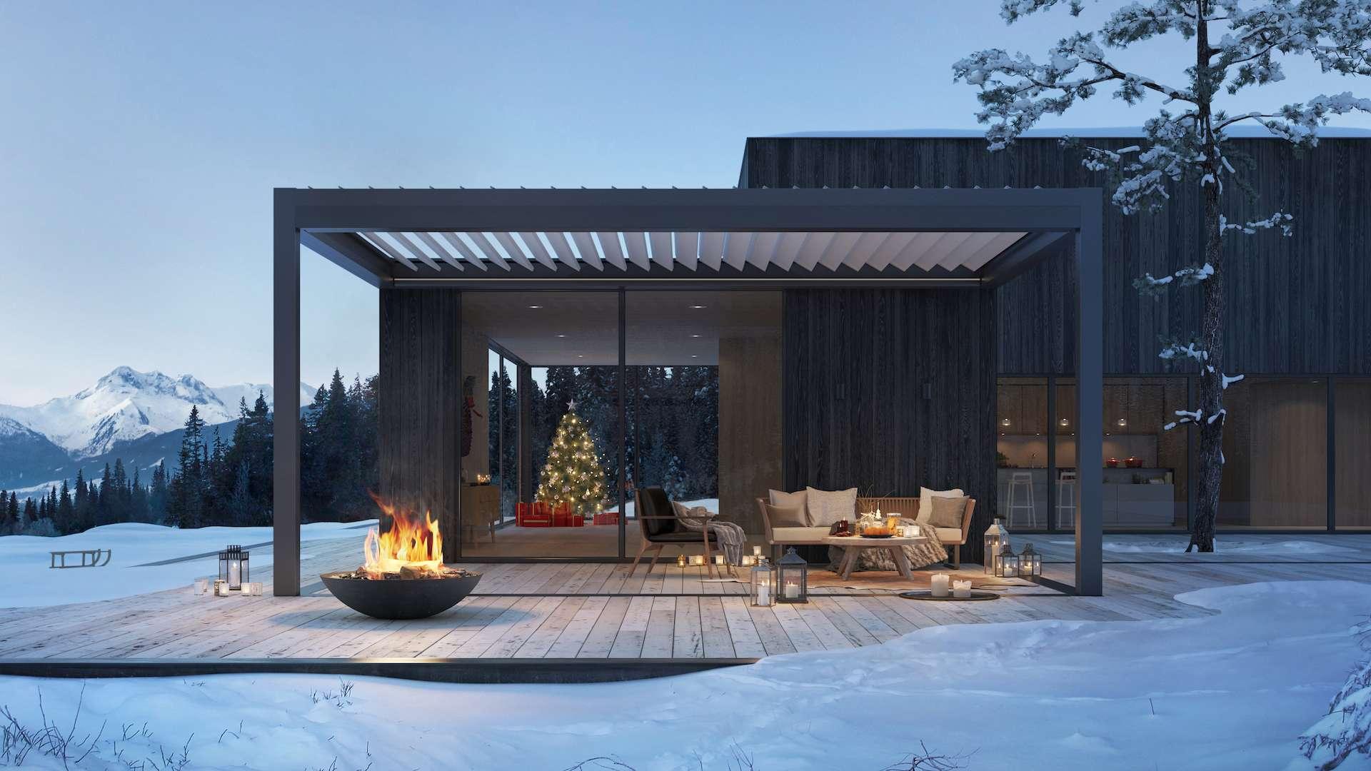 Lamellendach an einem Haus im Schnee