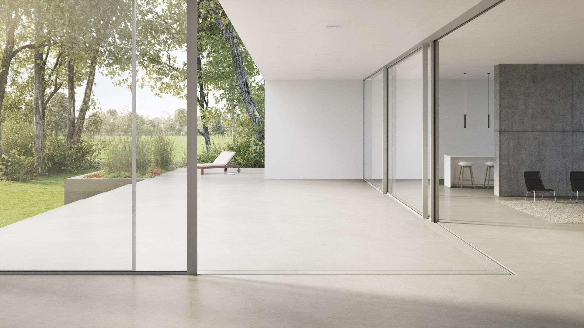 geöffnetes cero Schiebefenster mit Blick auf helle Terrasse und Garten