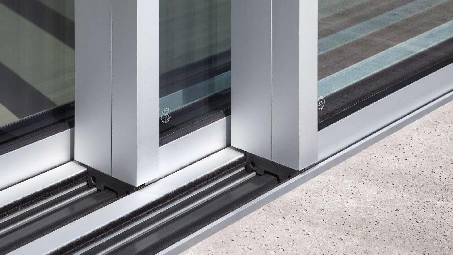 Nahansicht der Bodenschienen der cero Schiebefenster