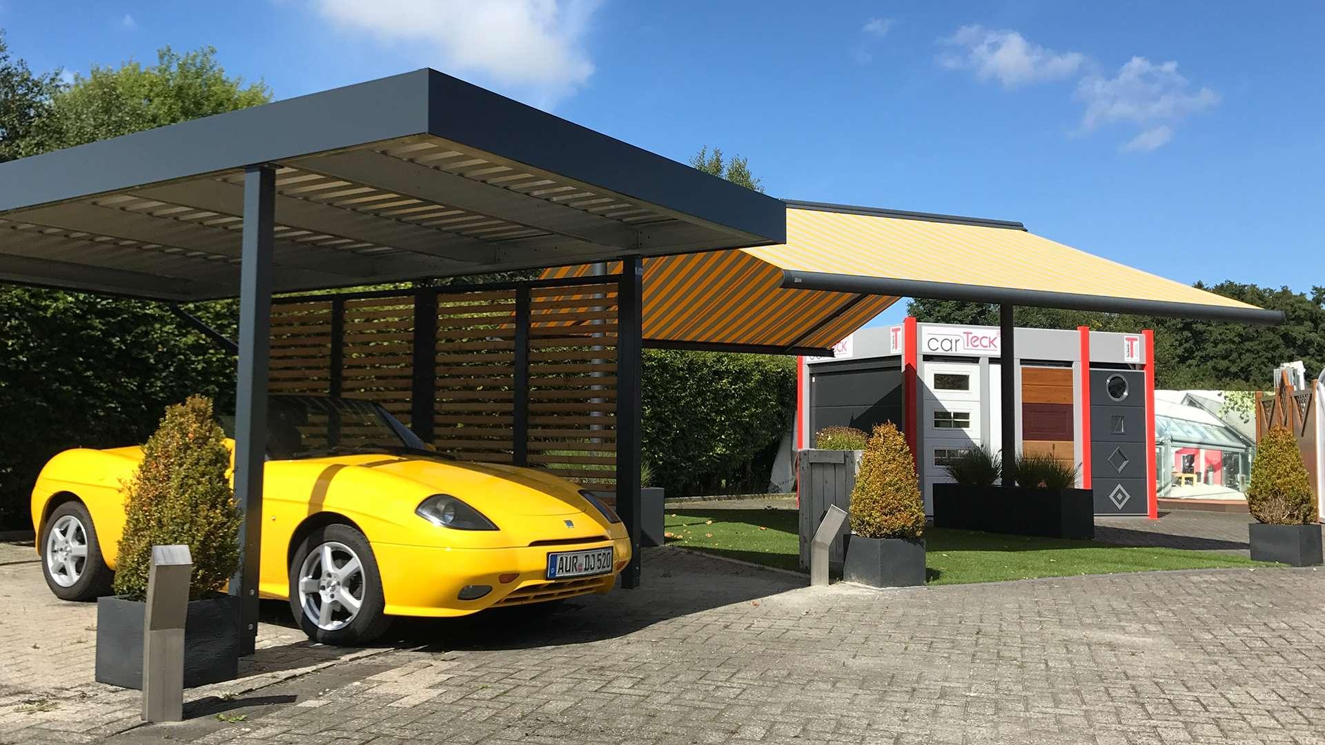 Carport mit gelben Auto in der Ausstellung von de Jonge in Norden
