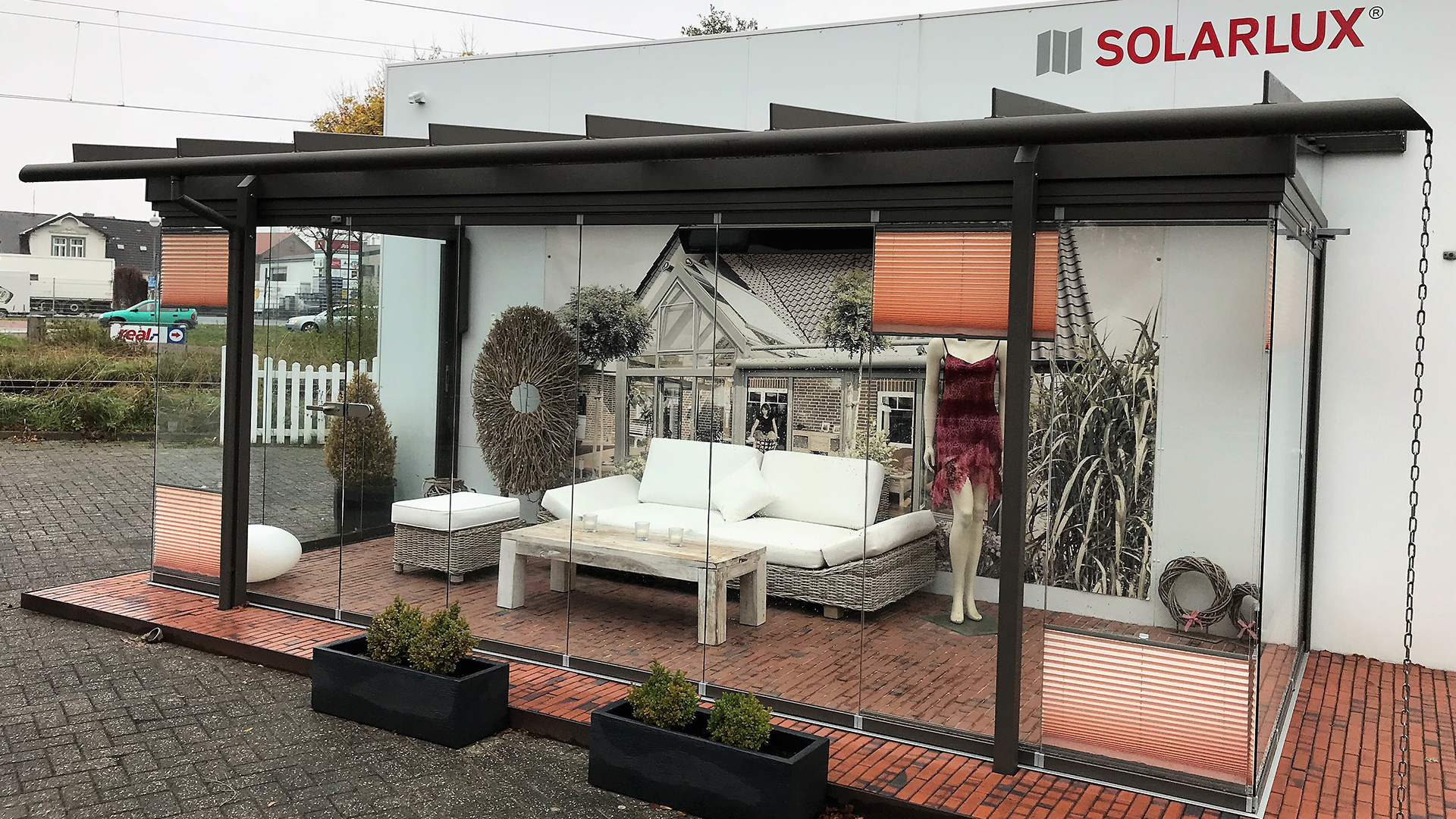 Glashaus von Solarlux in der Ausstellung von de Jonge in Norden